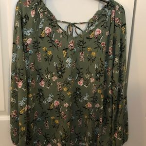 NEVER WORN Massini ruched floral top.